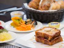 【朝食】卵プレート デニッシュとこだわり卵のフレンチトースト ♪