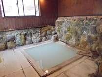 硫黄泉の貸切風呂1室のみ(*1回40分以内)別館へご案内いたします