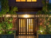 木を基調としたエントランスは京都の街並みに溶け込みます。