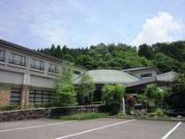 【ホテル外観】八幡城に最も近く散策にも便利です。