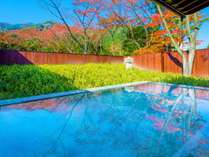 【露天風呂イメージ】四季折々の風景を望み、秋は紅葉露天をお楽しみいただけます。