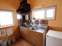 *【部屋/キッチン】食材を買い込んでみんなで料理をして楽しむのも醍醐味です。