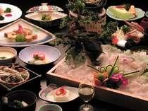 ●高級魚ひらめ会席。コラーゲンたっぷりひらめの姿造りが、目の前にドカーン!
