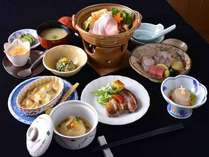 *お夕食/丁寧な味作りにこだわり、どれも温かな美味しさが広がるオーナーの創作料理。口コミでも好評価◎