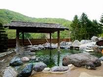【露天風呂】ご来館いただいてから明朝8時30分まで、好きなときに好きなだけお楽しみ頂ける。