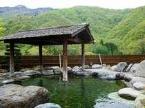 【露天風呂】緑あふれる露天風呂で森林浴をごゆっくり。