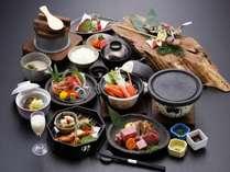 【囲炉裏冬グルメプラン】~ 炉会席 ~ 「飛騨牛食べ比べ」「ズワイ蟹」や「囲炉裏料理」などを贅沢13品