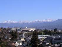 冬期は雪をかぶった南アルプスを一望。
