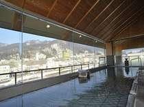 展望台浴場『夢見の湯』湯田中の自然を満喫できる開放的なつくりと、広々とした湯船でおくつろぎ下さい。
