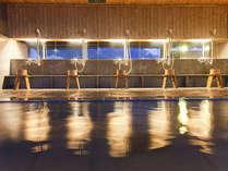 約300坪の最上階全フロアが大浴場です。全部で11種類のお風呂をお楽しみいただけます。