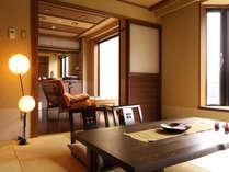 リビングルームと、琉球畳を使った和室からなるモダンなコンフォート客室です。