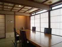 【個室お食事処 菜の花小路】イス・テーブルのお席もございます。
