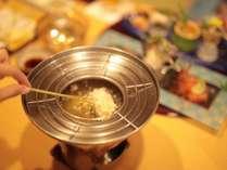 名物料理『あぶらやフォンデュ』は揚げたてのアツアツ、サクサクをお楽しみください。