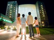 ホテル中庭から夜の星空を仰いで……。