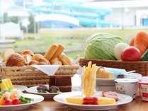 和洋30品「元気の出る朝食ビュッフェ」をお召し上がりください。