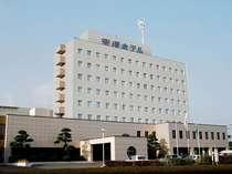 鹿児島空港に一番近く、車で3分の立地。空港に着いたらご連絡ください。送迎いたします。