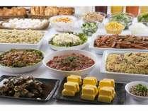 ご宿泊者様無料の朝食は、和洋のビュッフェ形式です。(朝食が付かない素泊まりプランもあります)