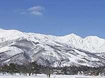 眺望は白馬一の岩岳スキー場。学生大会も行われる本格的なコース。ホテルから無料送迎ですぐ! の画像