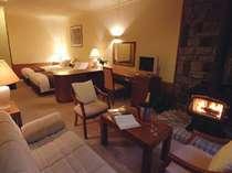 2ベッドルームのJrスイート。薪をくべて使える暖炉も。※シャンパンはイメージですの画像
