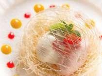 デザート一例。まるで宝石のような、美しいお菓子!もちろん、味も絶品です♪の画像