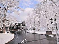 雪に包まれたシェラリゾートエントランスの画像
