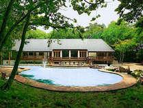 別邸「四季山庭」周りの散策もおすすめ。ウエディングやコンサート、会議などに好評ですの画像