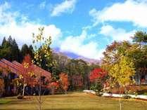 秋イングリッシュガーデン。北アルプスの山々、紅葉が美しい季節です。