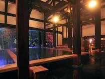 130年前の古民家を移築した女湯内湯は湯元源泉100%かけ流し 秋の様子