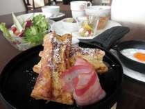 朝食の一例です。 朝も薪窯をつかったお料理をご提供します。
