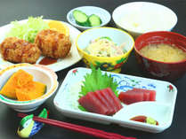 地場産業を始め国産品の食材で手作り!ボリューム満点おかわり自由な自慢のお食事をお楽しみください。