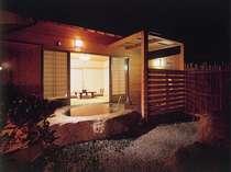 岩風呂の付いた客室