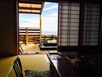 窓を開ければすぐ目の前に広がる空と海。
