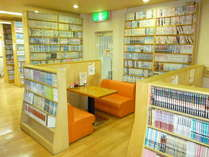 6万冊以上の漫画本、各種雑誌が楽しめる「漫画喫茶」を設置。