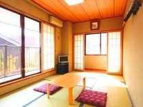 【客室】光がたくさん入る和室の一例。