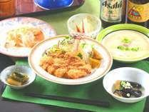 【夕食】自家栽培の高原野菜を使ったボリュームのある家庭料理を日替わりでご用意します。