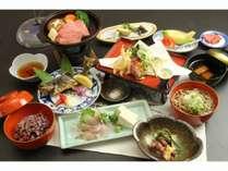 五箇山郷土料理 岩魚の焼き物や造り 飛騨牛陶板焼き 黒米御飯、手打ちそばなど