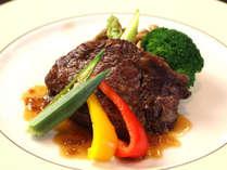メインの【牛フィレステーキ】柔らかく旨味たっぷり♪自慢の1品です。