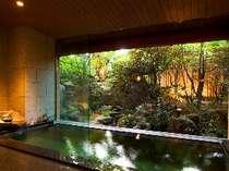 【朧の湯】石造りの大浴場