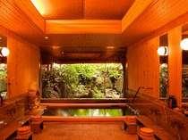 【月待ちの湯】木造りの大浴場