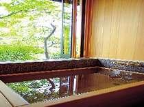 【水車の間】千曲川を臨むヒノキの内風呂(沸かし湯)