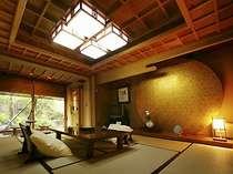 【桂の間】庭に面した檜の温泉露天風呂付10帖和室