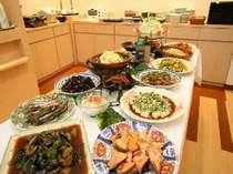 お母さん達の手作り朝ごはんです☆おかずは日替わり13種類♪