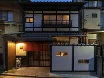 京都の趣ある町家(町屋)一棟貸しの古民家宿。キッチン付きで自炊も可能ですが、部屋食プランもおすすめ。