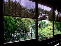 客室「みどり」前に咲く金木犀の香りが、お部屋を包み込みます。(客室一例/3階)