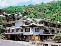 創業380余年。文化財として登録されている歴史感じる温泉旅館
