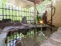 渓流に面した客室庭園露天風呂