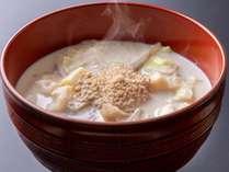ボリュームたっぷりの具だくさんの豆乳ごま味噌スープ。