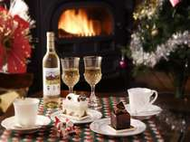 暖炉のそばで乾杯!ログハウスのクリスマス、暖炉はちょっと贅沢なプレゼント