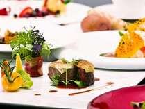オマール海老のフリカッセや、トリュフ香る牛フィレ肉のグラチネ等、クリスマス特別ディナー