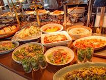 当店自慢の天ぷらや、女性に嬉しい豊富なデザート、鹿児島の郷土メニュー等、種類豊富なバイキングコース
